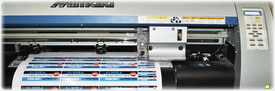溶剤インクジェットプリンターで、耐候性の高いステッカーを印刷作成します
